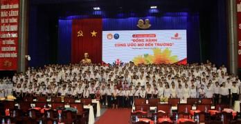 """Long An: 371 học sinh nhận học bổng """"Đồng hành cùng ước mơ đến trường"""""""