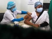 Hơn 400 người gặp vấn đề về sức khỏe tại Ấn Độ sau khi tiêm vaccine ngừa Covid-19