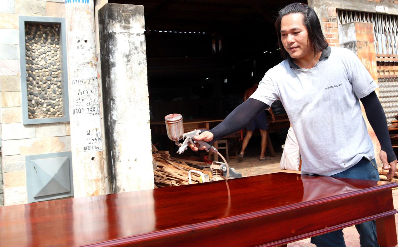 Hiện nay, nhiều gia đình chuộng sử dụng các sản phẩm làm từ gỗ
