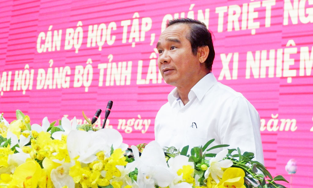 Secretary of the Provincial Party Committee - Nguyen Van Duoc speaks at the Conference
