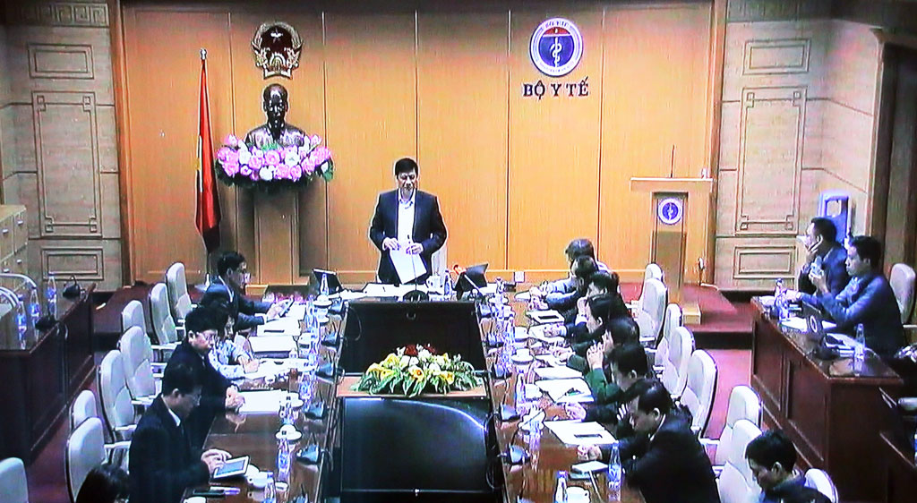 Minister of Health - Nguyen Thanh Long asked to strengthen propaganda to be wary of advertising lines and websites that bring people homeland illegally and avoid isolation