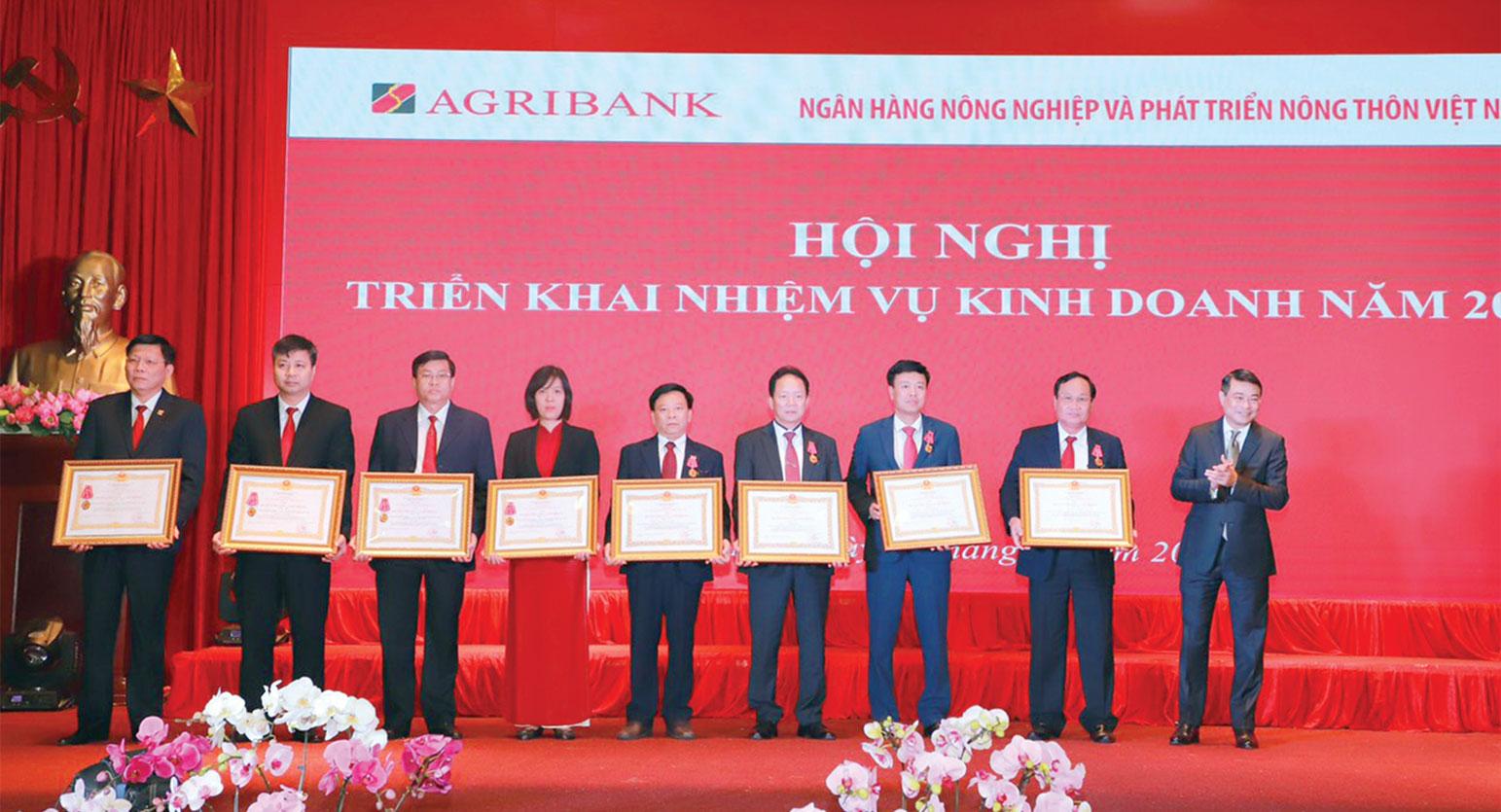 gribank Long An nhận huân chương Lao động hạng nhất