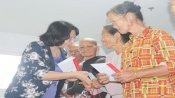 Phó Chủ tịch nước – Đặng Thị Ngọc Thịnh thăm, tặng quà tết cho gia đình chính sách, công nhân, người nghèo và trẻ em tại huyện Đức Hòa