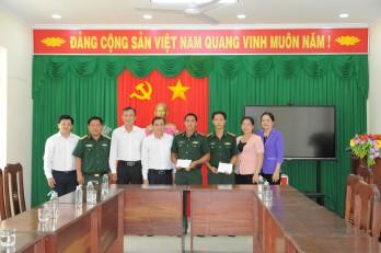 Bí thư Thành ủy Tân An thăm, động viên cán bộ, chiến sĩ Đồn Biên phòng Cửa khẩu Quốc tế Bình Hiệp