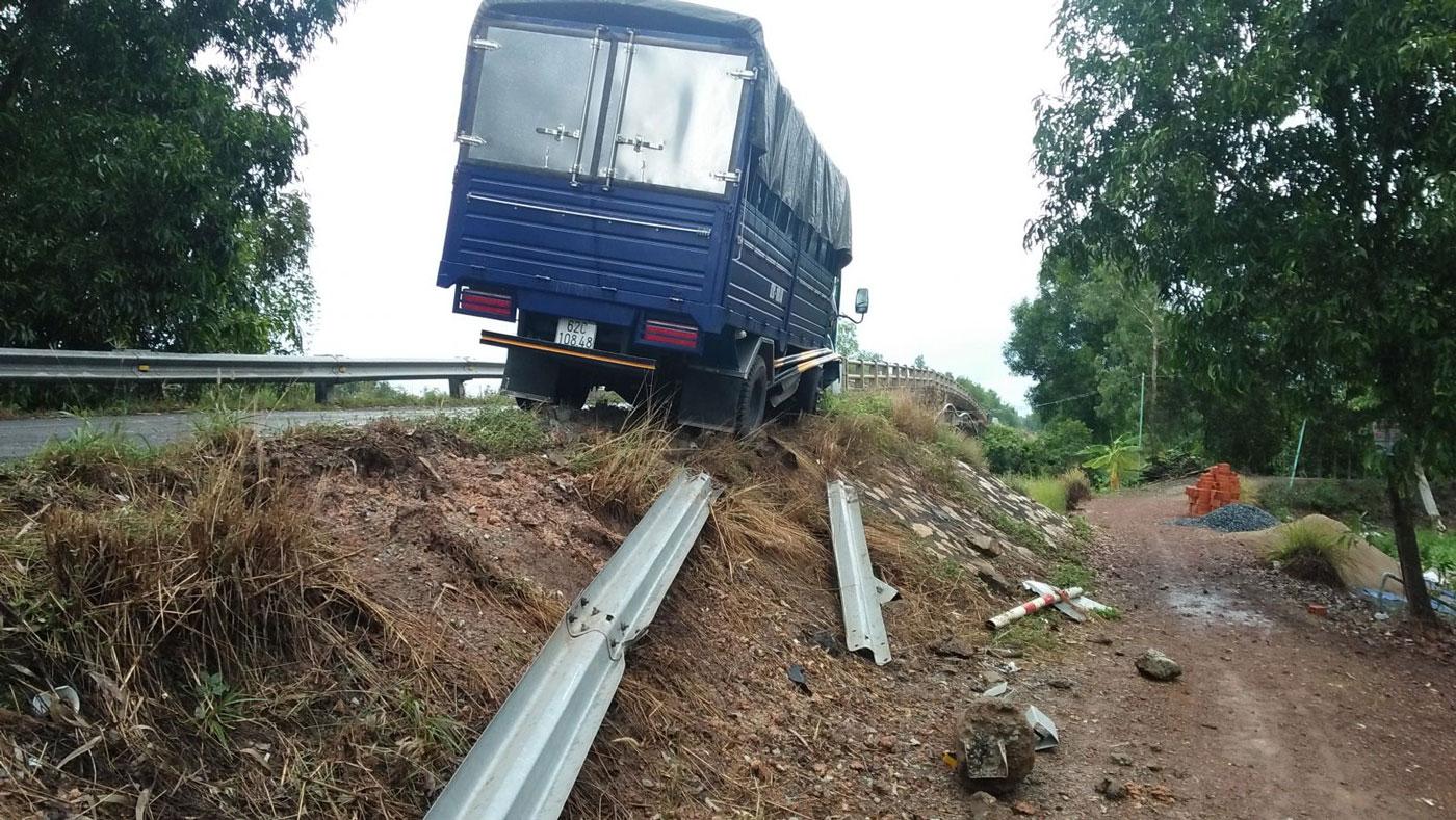 Tai nạn giao thông xảy ra trên cầu