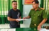Công an huyện Tân Trụ xử phạt vi phạm hành chính một người dân đốt pháo hoa nổ trái phép