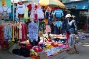 Thị trường quần áo trẻ em tăng sức mua