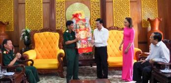 Đoàn công tác Bộ Tư lệnh Quân khu 7 thăm, chúc tết tỉnh Long An