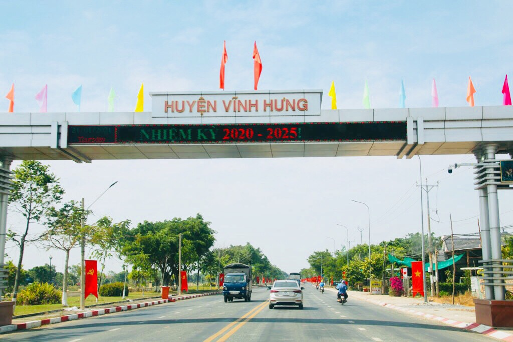 Brilliant flowers and flags in Vinh Hung townlet, Vinh Hung district