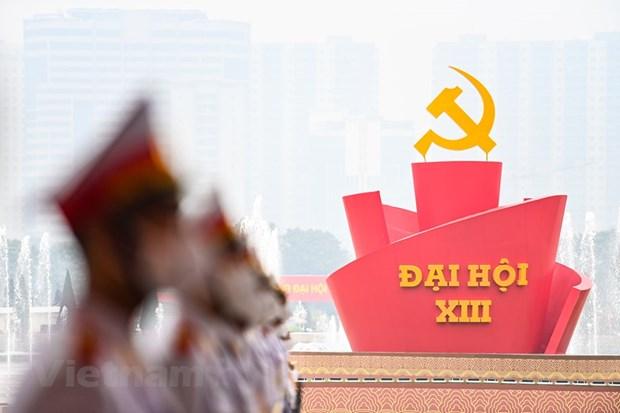 Một biểu tượng lớn với dòng chữ Đại hội XIII được dựng lên phía trước Trung tâm Hội nghị Quốc gia. (Ảnh: PV/Vietnam+)