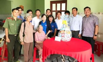 Đoàn thanh niên Công an TP.HCM thực hiện chương trình Xuân tình nguyện tại huyện Cần Giuộc