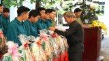 Công an huyện Bến Lức trao hơn 500 phần quà cho lực lượng bán chuyên trách và gia đình chính sách