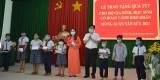 Phó Bí thư Thường trực Tỉnh ủy Long An tặng quà tết tại huyện Cần Giuộc