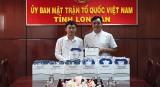 Huyndai Long An trao áo thương hiệu cho UBMTTQVN tỉnh