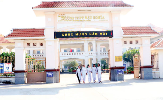 Hau Nghia High School was mobilized by former State President - Truong Tan Sang to build, contributing to improving the quality of teaching and learning in the area