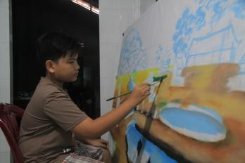 Cậu bé đam mê vẽ tranh 3D