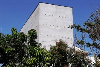 Nhiều nhà ở kết hợp  thành nhà nuôi chim yến