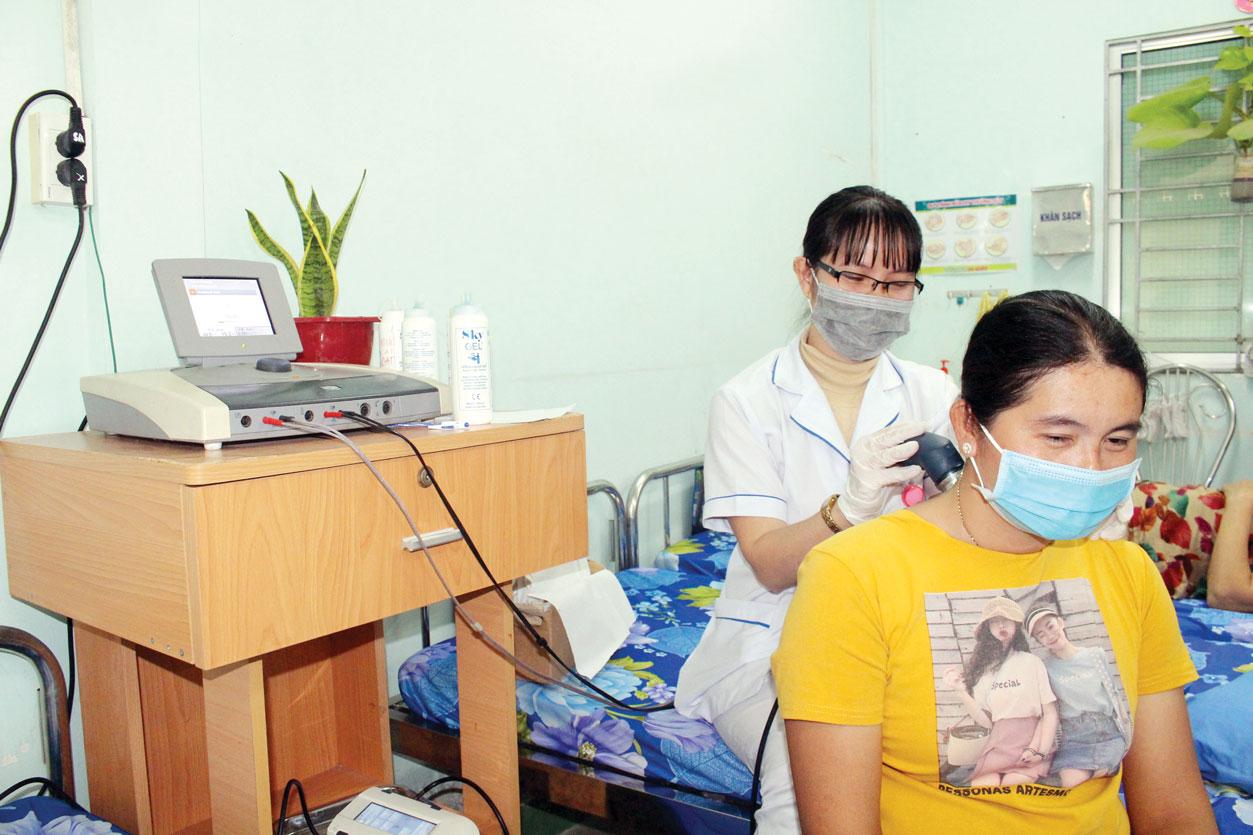 Bệnh viện được trang bị nhiều thiết bị y tế hiện đại, giúp việc điều trị những bệnh về cơ, xương, khớp và di chứng sau chấn thương hiệu quả