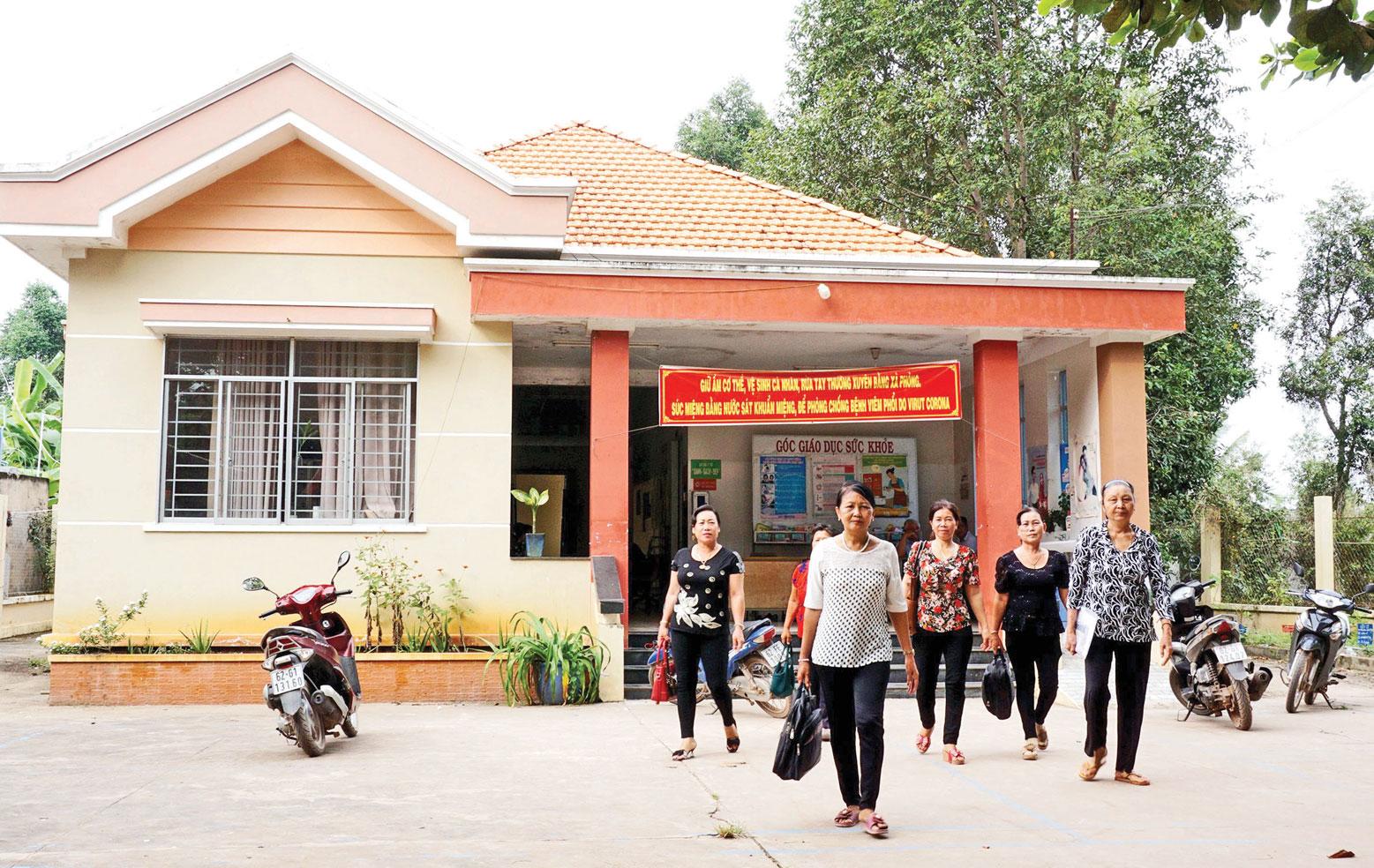 Người dân xã Long Thạnh thường chọn đến Trạm Y tế xã khám, điều trị khi mắc các bệnh thông thường