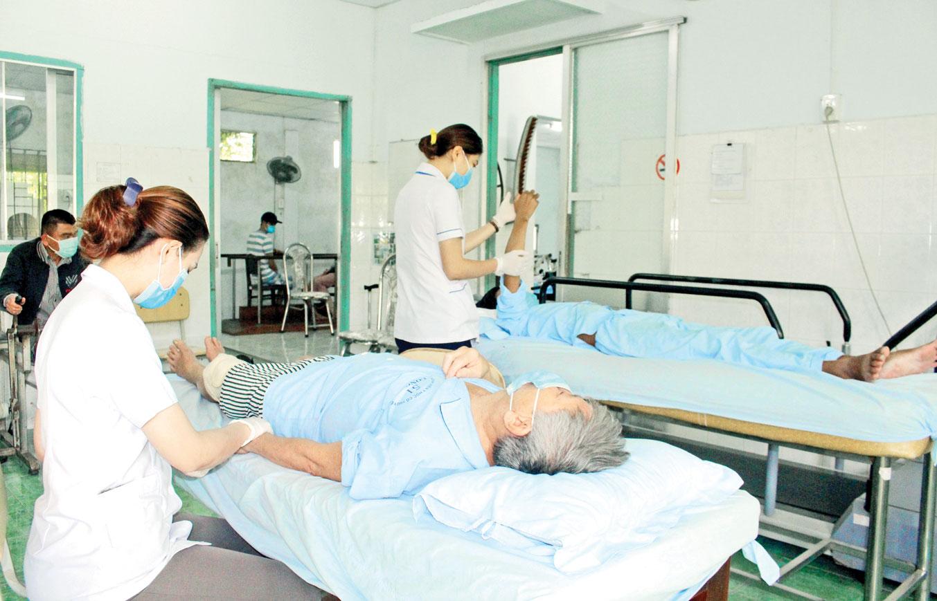 Bệnh viện tiếp tục kết hợp hài hòa giữa y học cổ truyền với y học hiện đại nhằm đáp ứng nhu cầu chăm sóc sức khỏe cho người dân ngày một tốt hơn