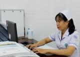 Nữ điều dưỡng hết lòng vì bệnh nhân