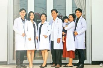 Tự hào gia đình nhiều thế hệ theo nghề y