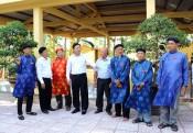Phó Chủ tịch UBND tỉnh Long An thắp hương tại đình Vạn Phước