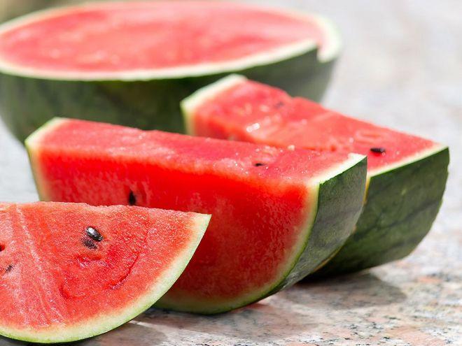 Ăn dưa hấu có thể giúp giảm sự tích tụ mỡ thừa trong cơ thể. Ảnh: SHUTTERSTOCK