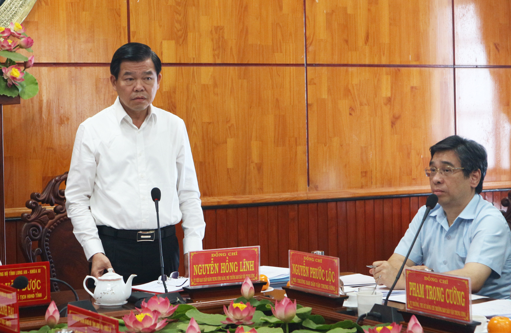 Deputy Head of the Central Commission for Mass Mobilisation - Nguyen Hong Linh wished Long An Provincial Party Committee to continue to pay attention and create conditions for associations to work peacefully