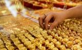 Giá vàng thế giới bật tăng nhưng vẫn thấp hơn vàng SJC khoảng 7,56 triệu đồng/lượng