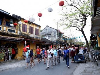 Number of foreign visitors plunge 98.7 percent in Q1