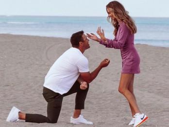 Tay golf Brooks Koepka thông báo đính hôn ngay ngày Cá tháng 4