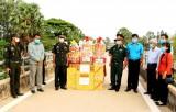 Cần Đước thăm, tặng quà Chi khu quân sự Ba Phnom, Vương quốc Campuchia