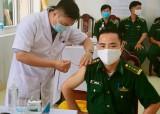 Bộ đội Biên phòng Long An tiêm vắc-xin Covid-19 cho cán bộ, chiến sĩ