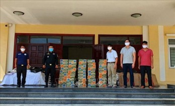 Gifts presented to poor Vietnamese in Cambodia