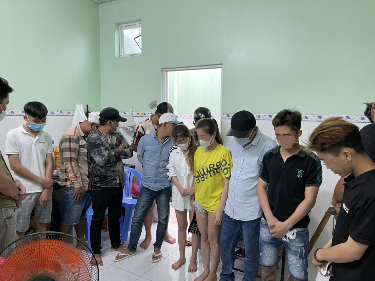 Các đối tượng bị phát hiện chơi ma túy trong Khu dân cư Nam Long, xã An Thạnh, huyện Bến Lức