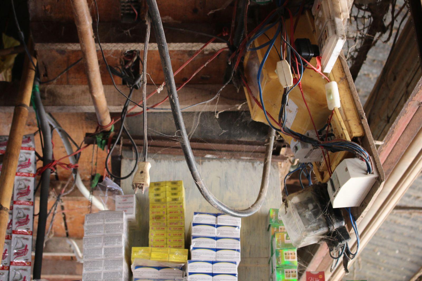 Câu móc điện tùy ý dễ dẫn đến chạm chập điện gây ra cháy
