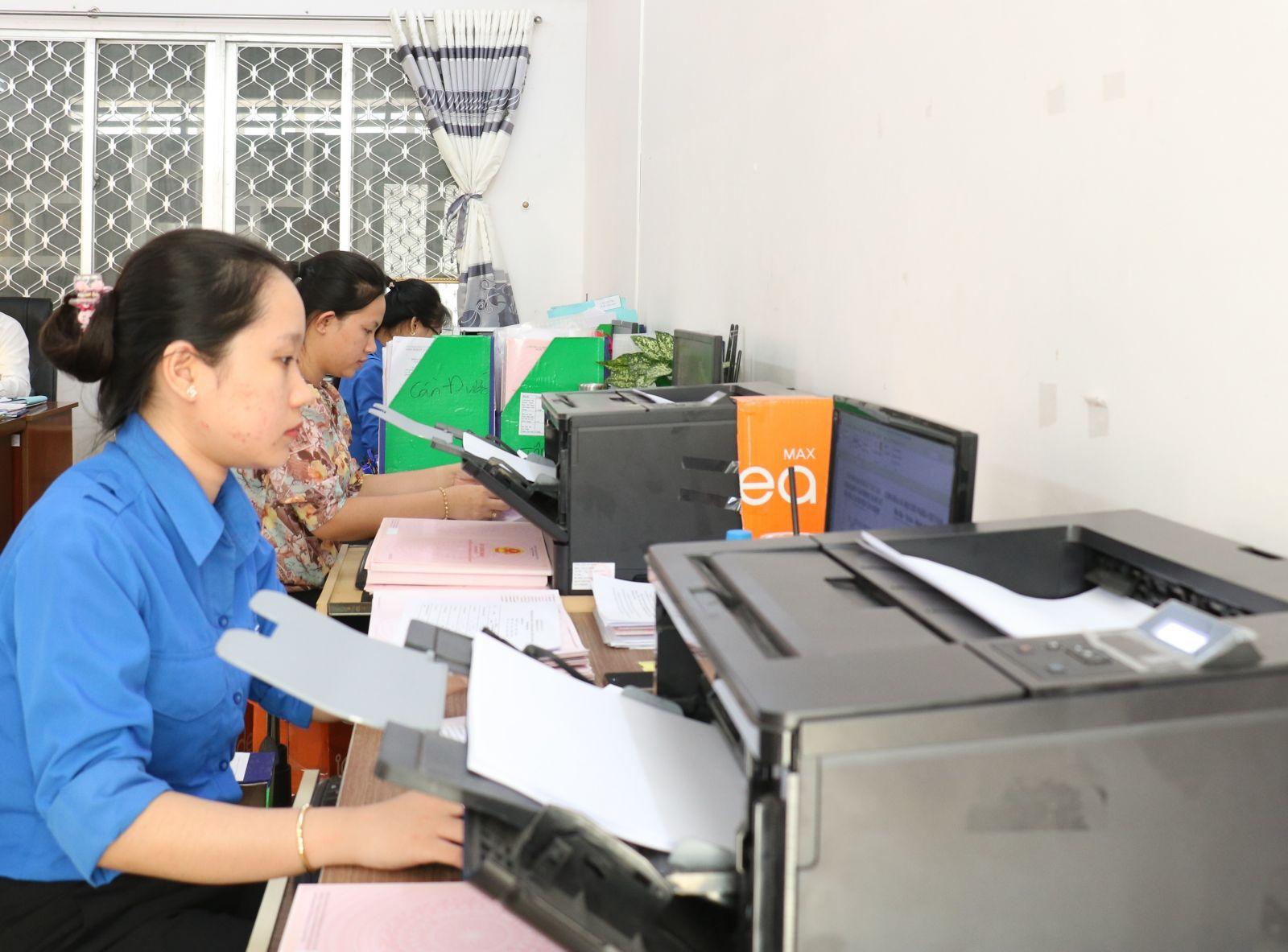 Viên chức và người lao động Văn phòng Đăng ký đất đai quyết tâm phục vụ tốt người dân, doanh nghiệp trong giải quyết thủ tục hành chính về đất đai