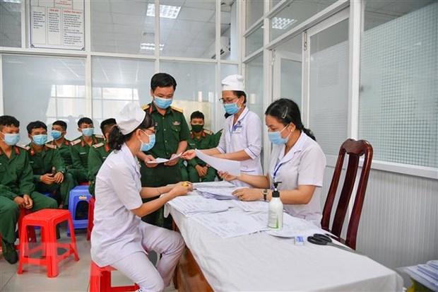 Bệnh viện Quân y 121 triển khai tiêm vaccine phòng COVID-19. (Ảnh: TTXVN)