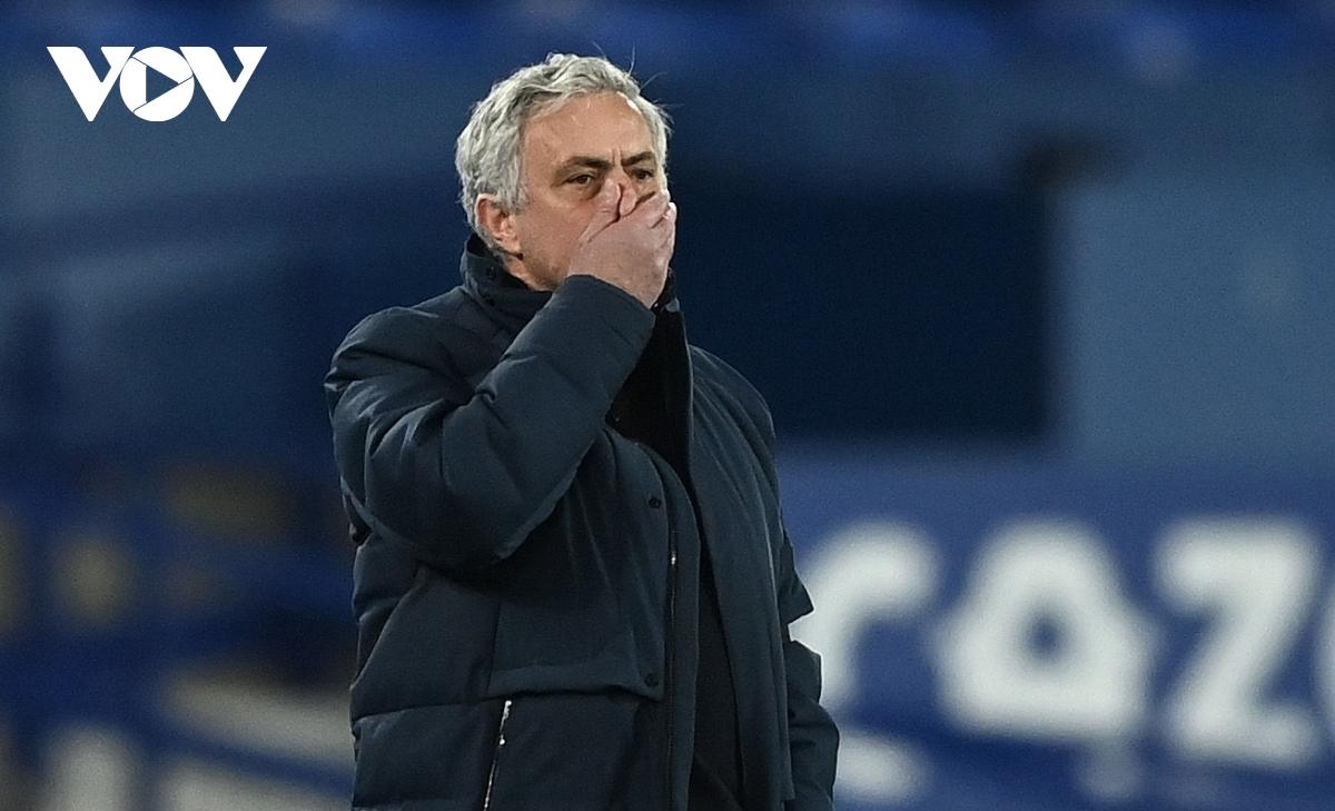 HLV Mourinho bị sa thải (Ảnh: Getty).