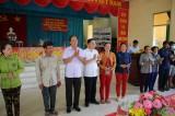 Phó Chủ nhiệm Ủy ban Tư pháp Quốc hội tặng thẻ bảo hiểm y tế tại huyện Tân Hưng