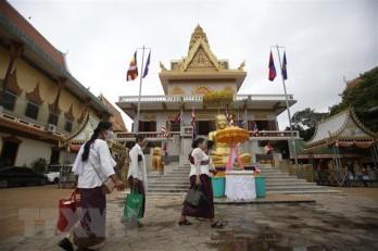 Bốn người gốc Việt mắc COVID-19, Campuchia phong tỏa tạm thời 2 thôn