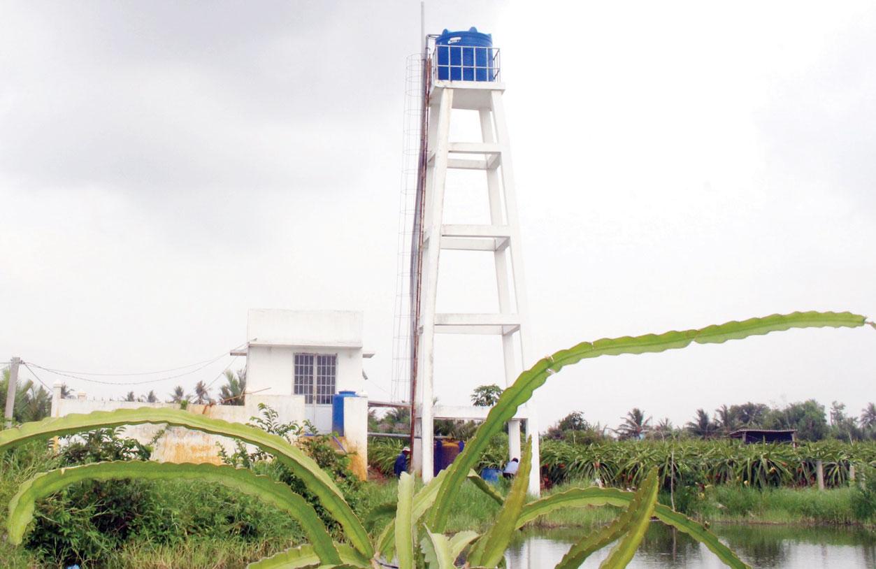 Giếng nước được đầu tư xây dựng và  xử lý đạt chuẩn theo quy định giúp người dân xã Thanh Phú Long  sử dụng nước sạch đạt 92%