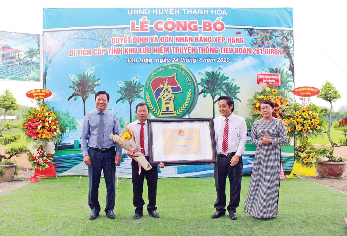 Lễ công bố quyết định và đón nhận bằng xếp hạng Di tích cấp tỉnh Khu lưu niệm truyền thống Tiểu đoàn 261 Giron . Ảnh: Ngọc Mận