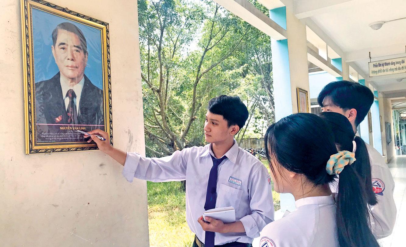Hành lang danh nhân của Trường THPT Đức Hòa