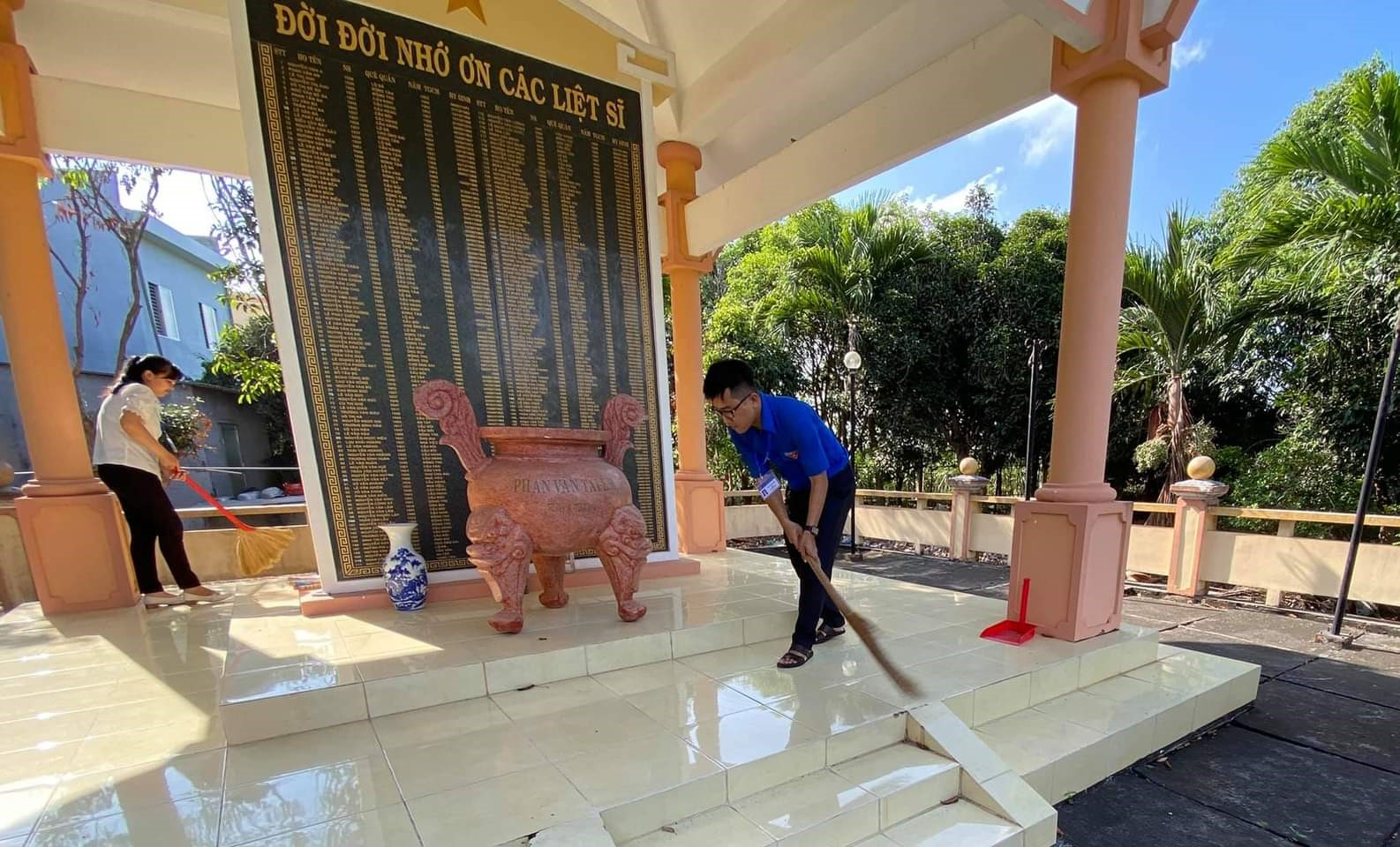 Đoàn viên tham gia các công trình, phần việc bày tỏ lòng biết ơn sâu sắc các anh hùng liệt sĩ đã hy sinh vì nước qua các thời kỳ