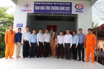 Tổng Công ty Điện lực Miền Nam tặng 3 căn nhà tình thương tại huyện Tân Thạnh