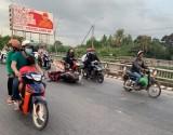 Lái mô tô va vào thành cầu, 2 thanh niên tử vong