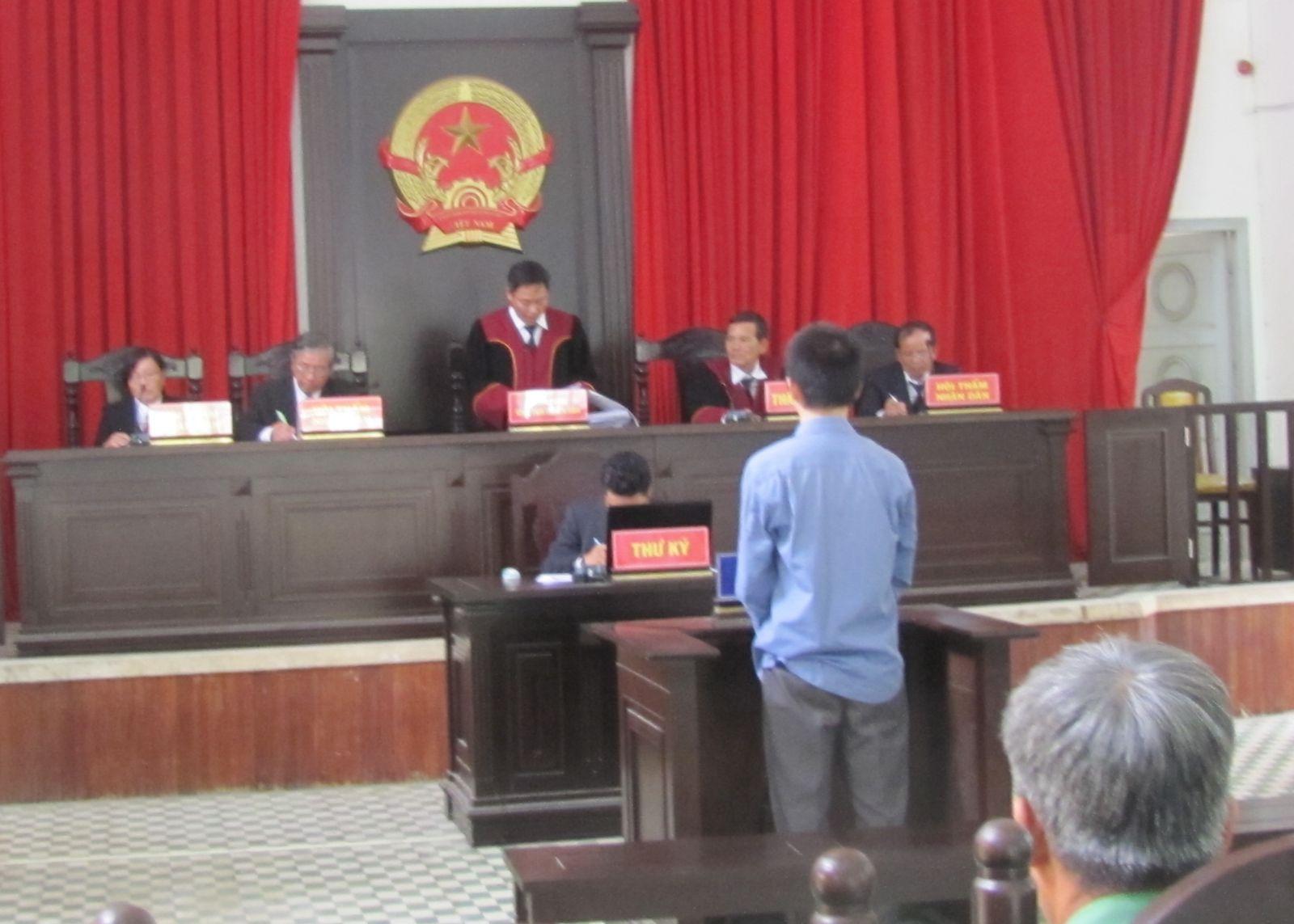 Một vụ án tham nhũng xảy ra trên địa bàn tỉnh Long An được xét xử công khai năm 2020