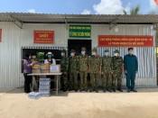 Hội LHPN Việt Nam tỉnh Long An thăm hỏi, tặng quà lực lượng phòng, chống dịch Covid-19 trên tuyến biên giới